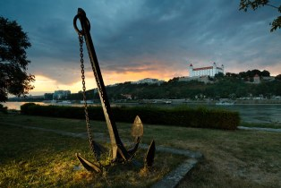 Anchor on the right bank