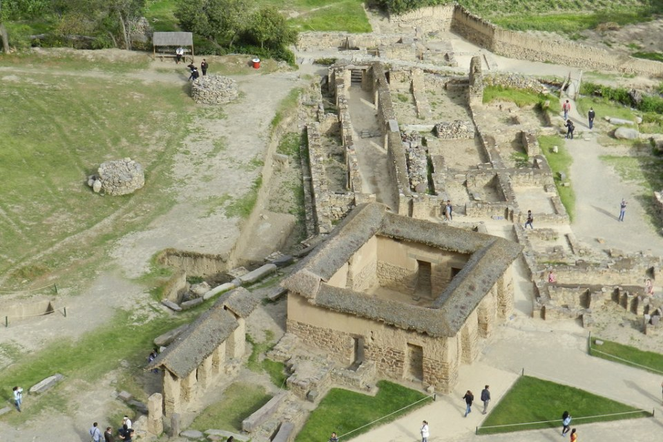 casas del pueblo de Ollantaytambo Sitio Arqueológico de Ollantaytambo Perú 21
