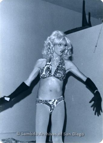 P355.076m.r.t MCC Oceanside Benefit 1976: Drag queen performing in bikini