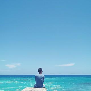 我想和你虛度時光   比如靜靜看海 比如把玻璃瓶留在海提上 離開 浪費它們好看的陰影 我還想連陽光一起浪費 ...