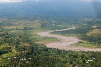 Al snel stegen we weer op en vlogen door naar Gizo.
