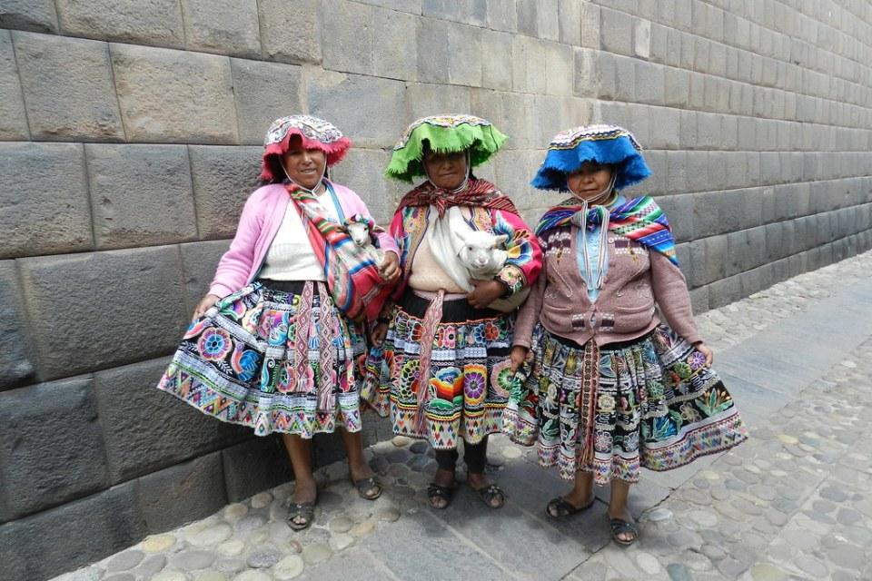 mujeres con ovejas Peru su gente 10