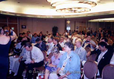 P338.042m.r.t 2000 Democratic National Convention Los Angeles: Crowd at Gay Caucus meeting