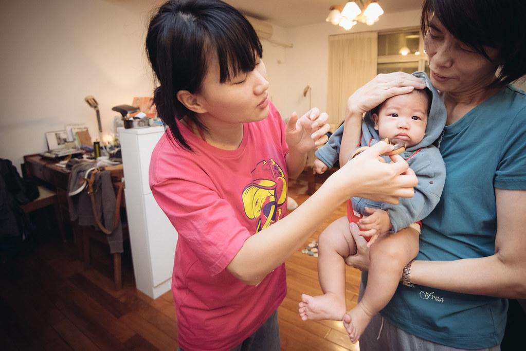 DAY 123-365   今天滿四個月了!爺爺奶奶叔叔嬸嬸爸爸媽媽姊姊幫你一起收口水 2014.10.25   Yunghao Chen   Flickr