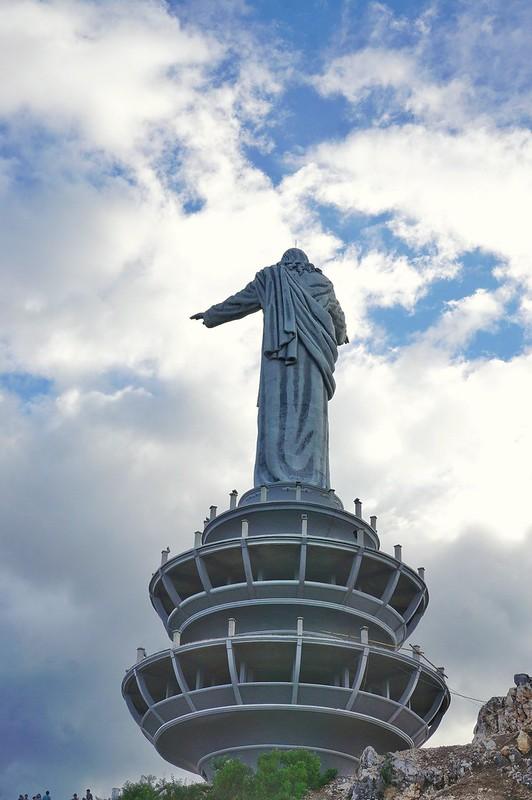 Patung Yesus tampak belakang