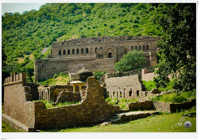 """The famous Bhangar Fort. It is claimed that this is the Asia's one of the most haunted place and just because of this reason we planned to visit this fort. We took 3 hrs bus journey from jaipur to dausa, then again 1hr locl bus journey to """" Goli ka bus"""" ."""