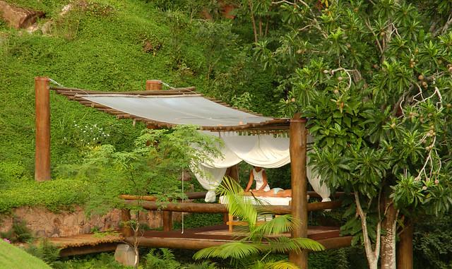 Espaço ao ar livre para massagem - Área externa Hotel Canto das Águas - Chapada Diamantina