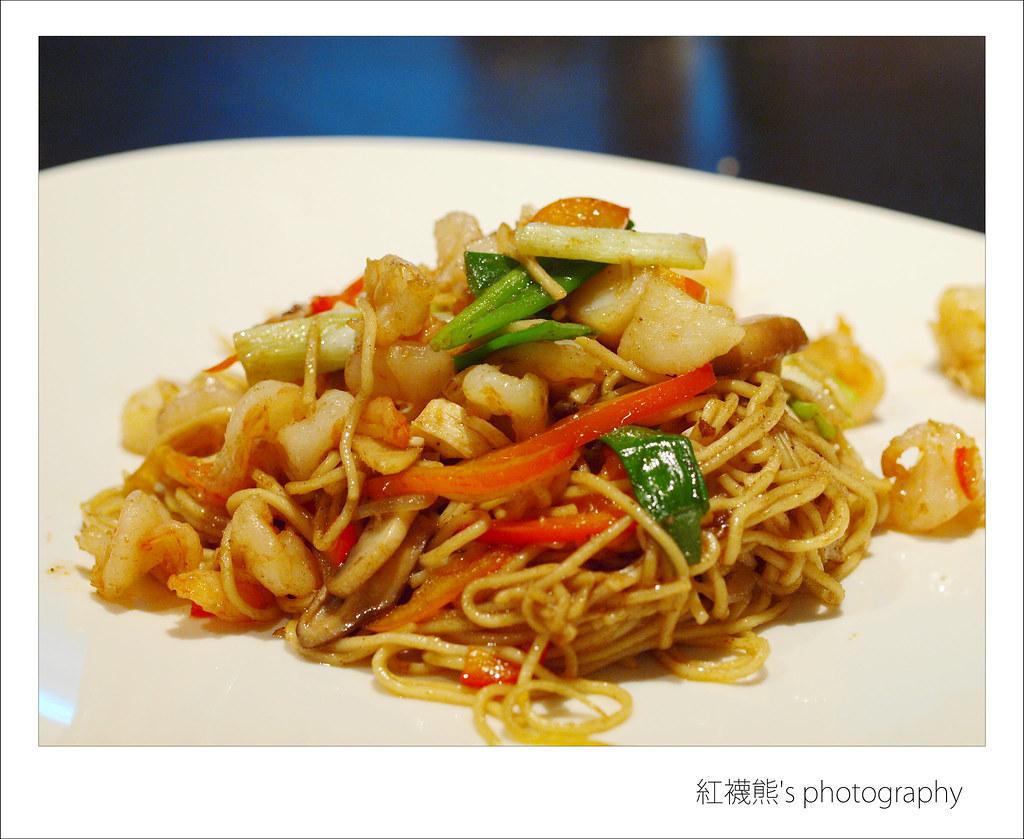 什錦海鮮炒麵   這份炒麵的味道也不錯,看得出來海鮮料也挺豐富的吧!   紅襪熊(・ᴥ・)   Flickr