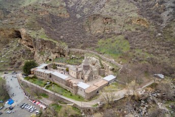 Gregory de Verlichter heeft dit klooster gesticht in de 4de eeuw.