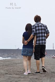 閃光 | 沙灘上總是充滿這種情侶 會讓我們這些單身男子氣死喔! | EnerGY | Flickr