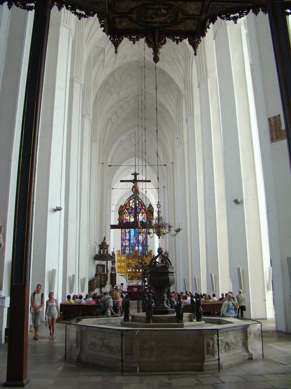 nave central interior Basilica de Santa Maria Gdansk Polonia 09