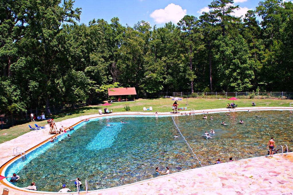 心形溫泉公共游泳池遺址 | 發在2011年6月26日世界日報的《喬州溫泉鎮 追憶輪椅總統》 | Youzhen Ding | Flickr