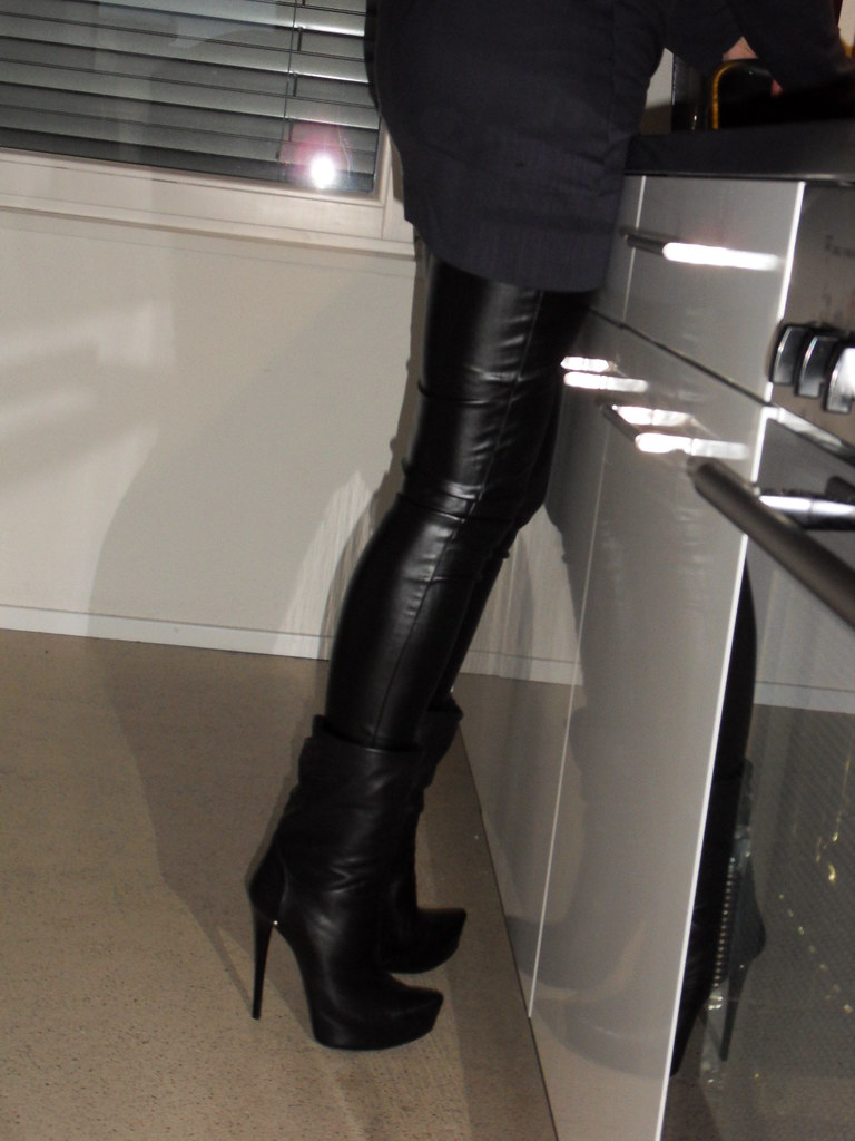Rosina home  in leahter leggings and ankle boots