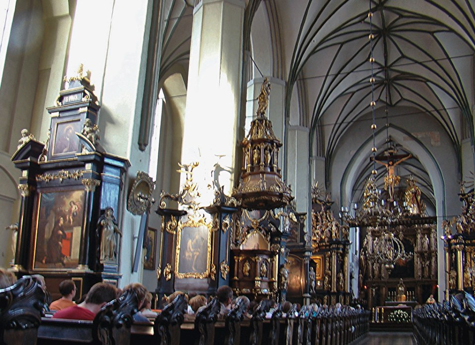 nave central interior Iglesia San Nicolas Gdansk Polonia 04