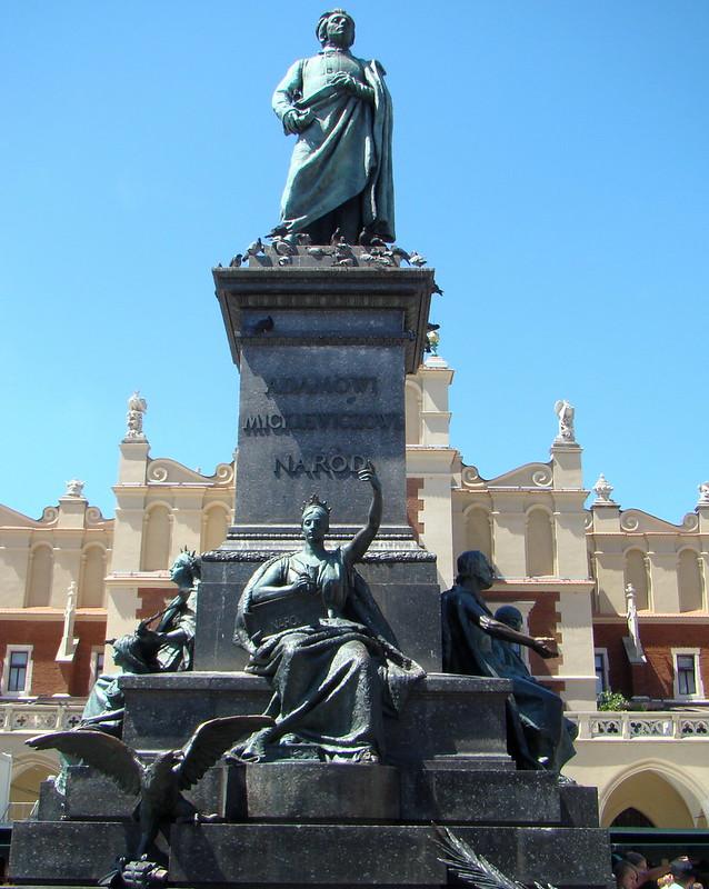 Monumento Grunwald estatua ecuestre del rey de Polonia Władysław II Jagiełło en plaza Matejko Cracovia Polonia 01