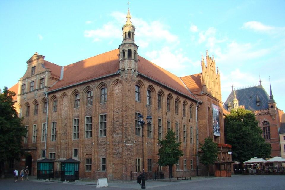edificio Ayuntamiento Torun Polonia 19
