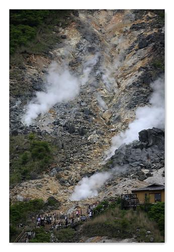 箱根-7 | 箱根大涌谷,附近彌漫著硫磺的氣味,很嗆人,但溫泉很有名。 | Jing Hennessy | Flickr