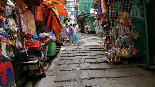 砵甸乍街 | 被一般民眾慣稱石板街的一條窄窄的鋪以花崗巖石板的街,位於皇后大道中中段上坡,其實正名砵 ...