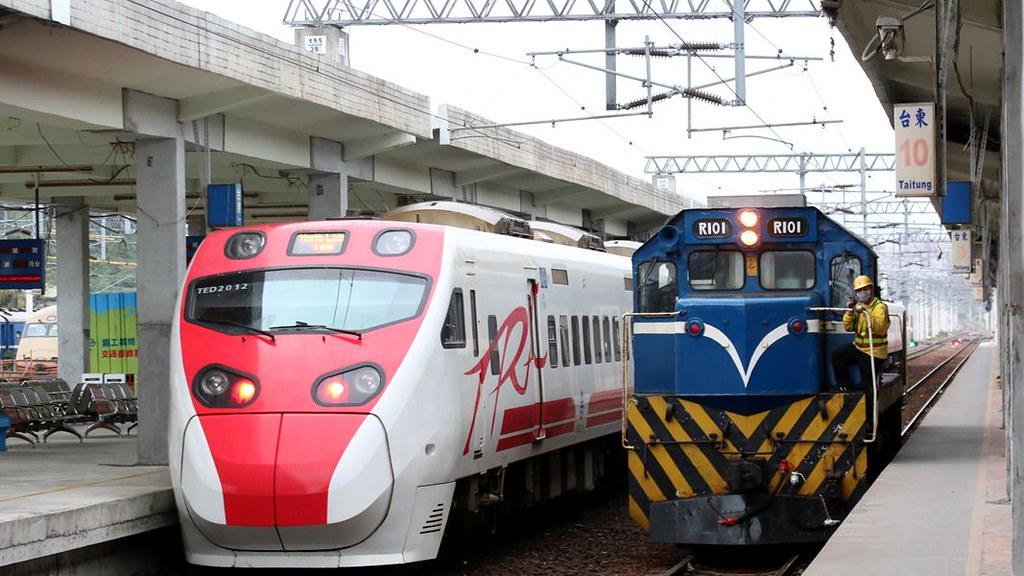全臺火車集 R魯 (3672-北上) 普快車 系列   Flickr