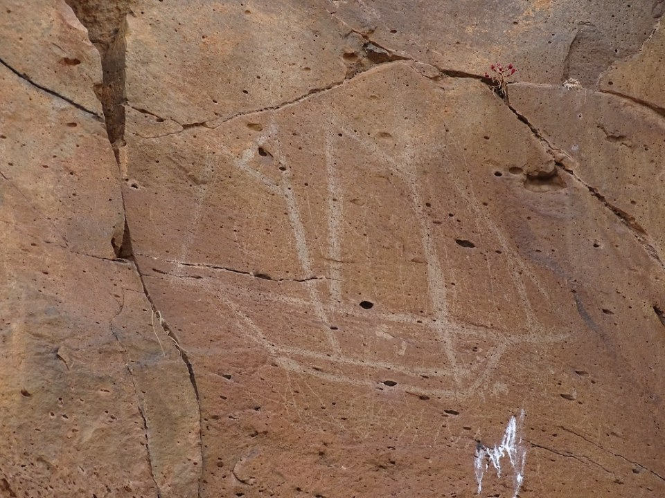 Grabados Rupestres Naviformes en Rocas Barranco de Tinojay La Oliva isla de Fuerteventura