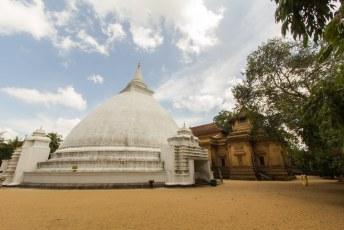 dit is de Kelaniya Raja Maha Vihara tempel die wij voor de Sri Lankezen mooi hebben gerestaureerd toen wij de baas waren
