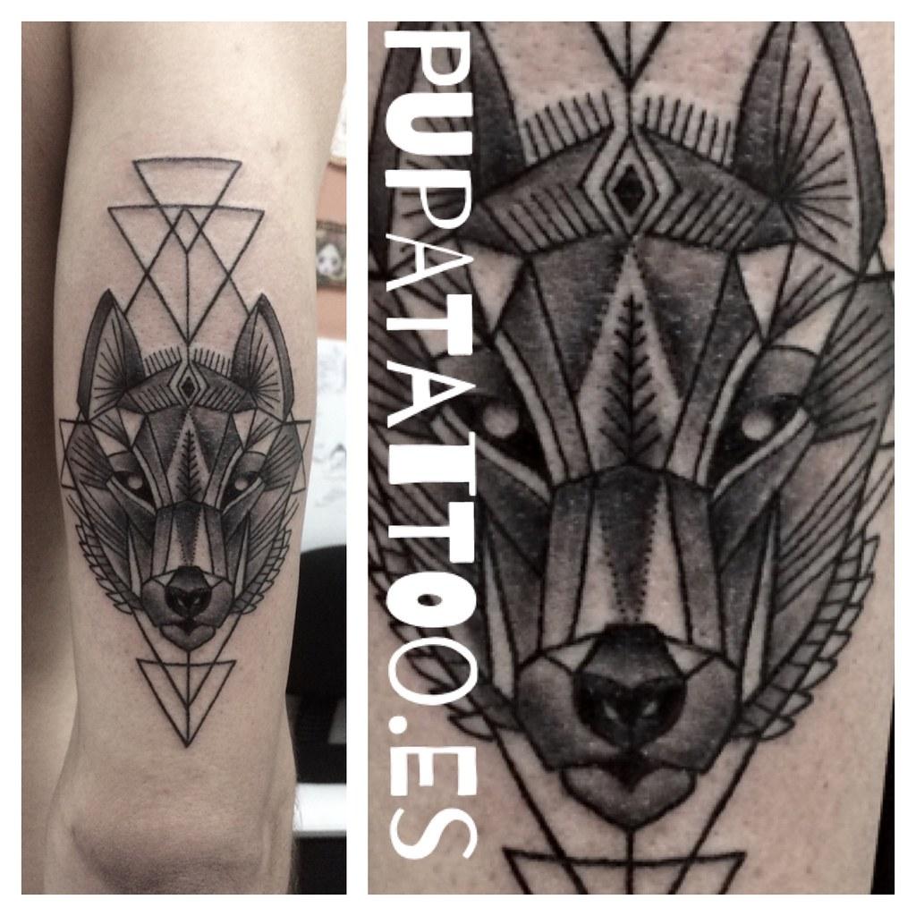 Tatuaje Lobo Geométrico Pupa Tattoo Granada Web Wwwpupat Flickr