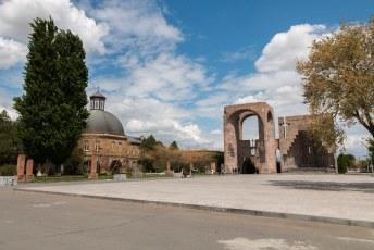Het is een heel complex en de heiligste plek in Armenië.