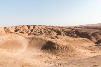 We hadden wel weer even genoeg van oude gebouwen en dus togen we de woestijn in waar je zo te zien lekker met je crossmotor kunt raggen.