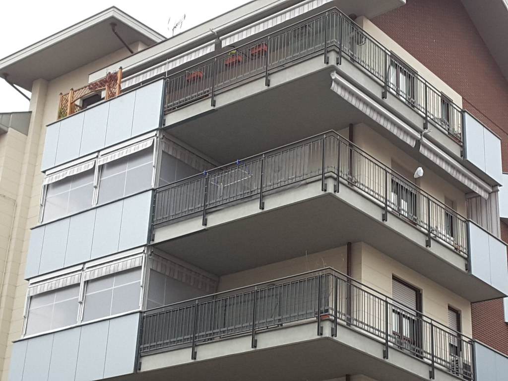 Forniamo ed installiamo strutture e tende da esterno, anche motorizzate, di ogni tipologia. Tende Da Sole Cassonate In Condominio Tende Da Sole Casson Flickr