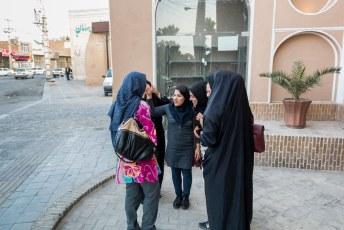 We waren nog maar net aangekomen in Yazd of Lucía werd al het hoofddoekje van het lijf gevraagd.