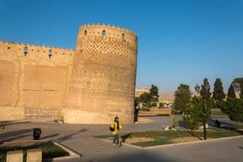 Één van de torens is scheefgezakt door het water dat hier wegliep uit de badkamer in de tijd dat het gebouw als gevangenis werd gebruikt.