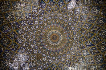 Het plafond bij de ingang schijnt erg beroemd te zijn, het is in elk geval erg oud en kitsch.