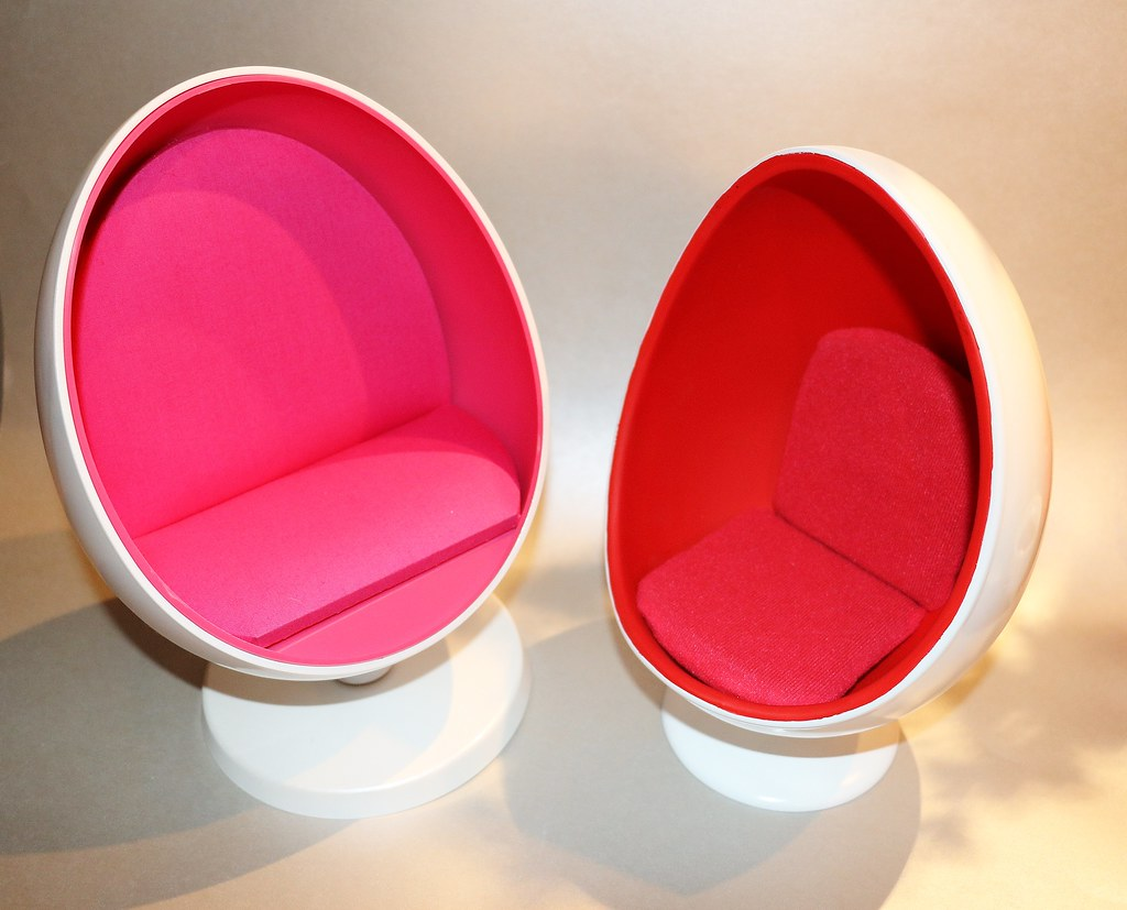 Pink Egg Chair 1 6 Scale Egg Chair Comparison Barbie V Super Duck Flickr