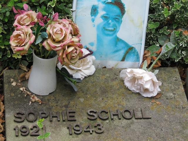 Hans and Sophie Scholl graves, Perlach Cemetery in Munich