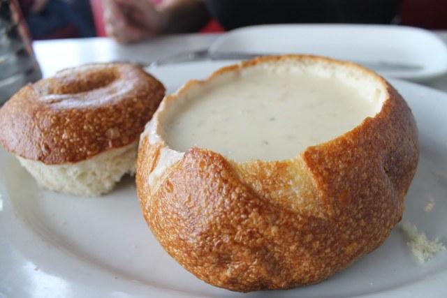Sopa de almejas en 'The Franciscan Crab'