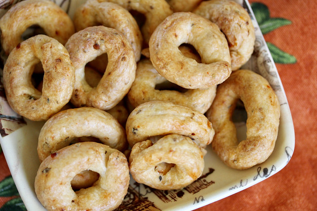 Spicy Pepper & Herb Taralli - 18