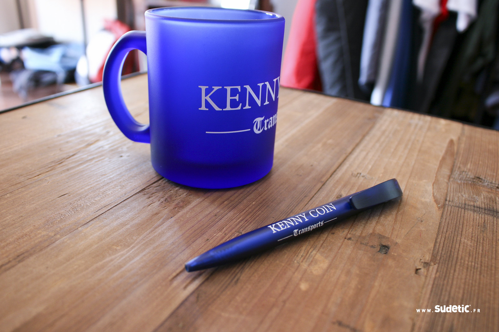 Sudetic Mug et Stylo Kenny Coin-3