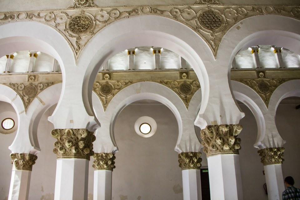 arcos relieves de yeseria Sinagoga Santa Maria la Blanca Toledo 04