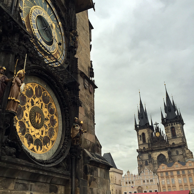 Reloj astronómico | Iglesia de Tyn de fondo | Praga en Navidad | ClickTrip.ES