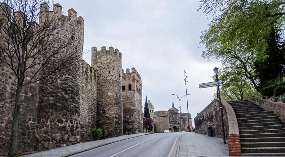 Puerta Bisagra y Muralla de Toledo 05