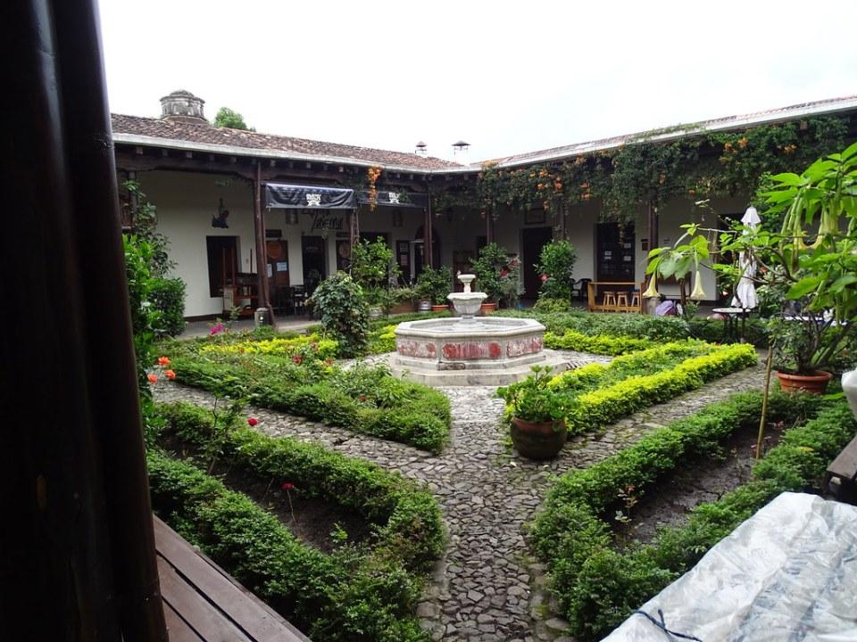 patio de ChocoMuseo Antigua Guatemala 02