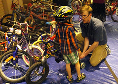 2015 22 APC kid bike fitting_300