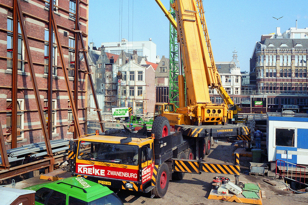 mobile crane building tower