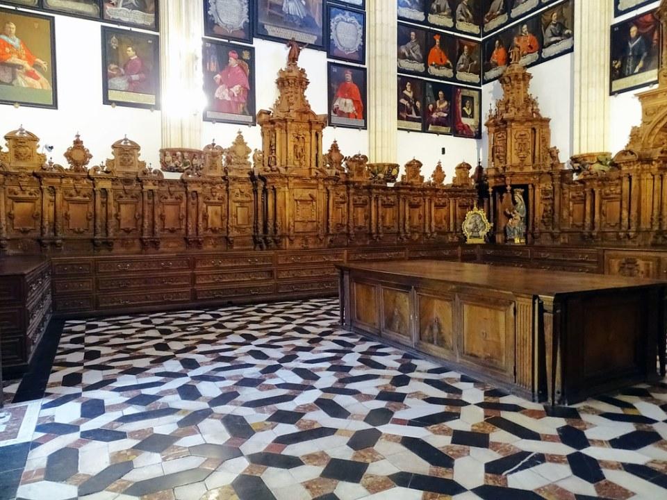 Catedral de Burgos Capilla de Santa Catalina Cajoneras obra del monje benedictino fray Pedro Martinez 01