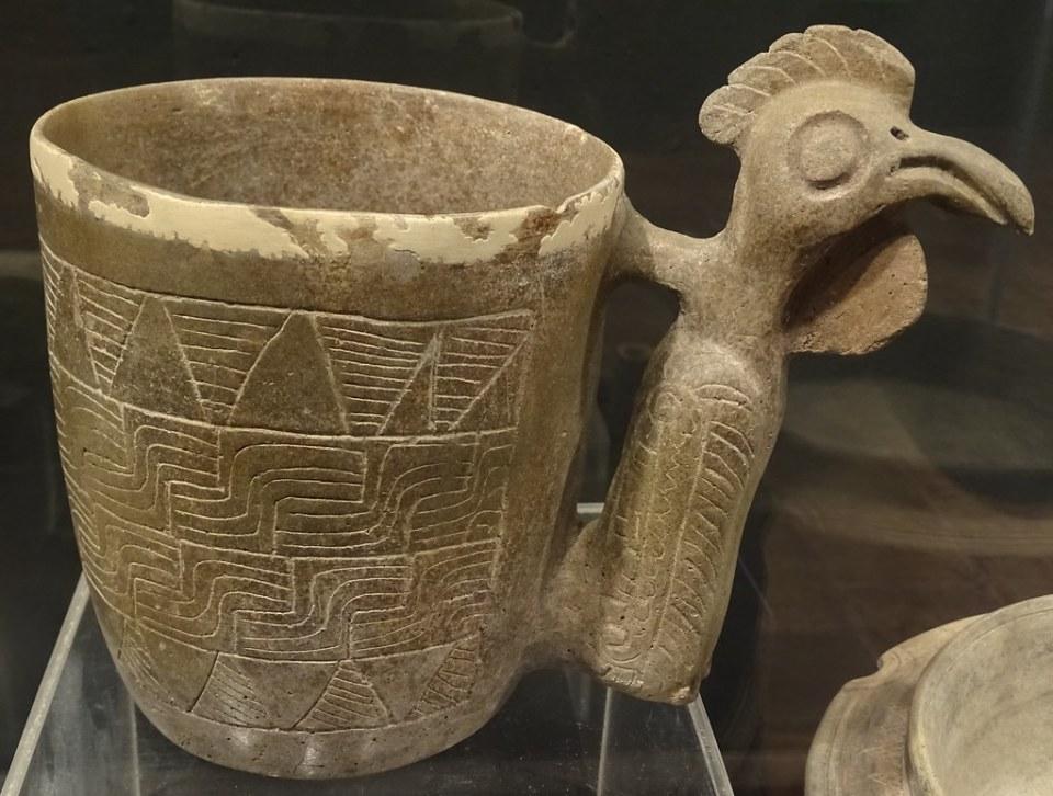 vaso asa de ave ceramica Maya exposicion antiguo Colegio Compañia de Jesus Antigua Guatemala 07