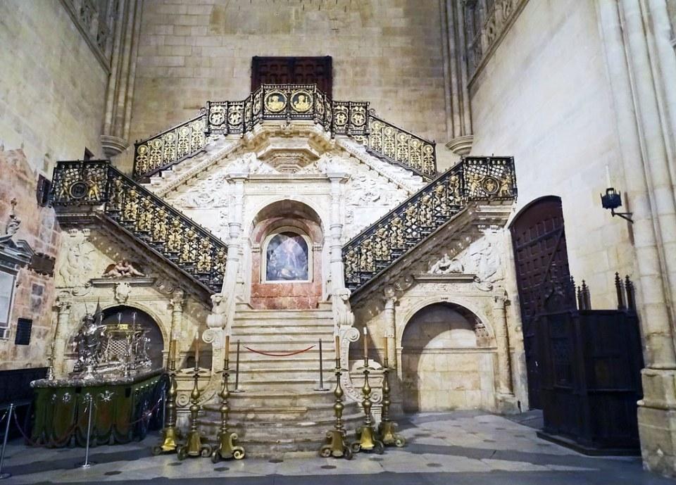 Escalera dorada interior Catedral de Burgos