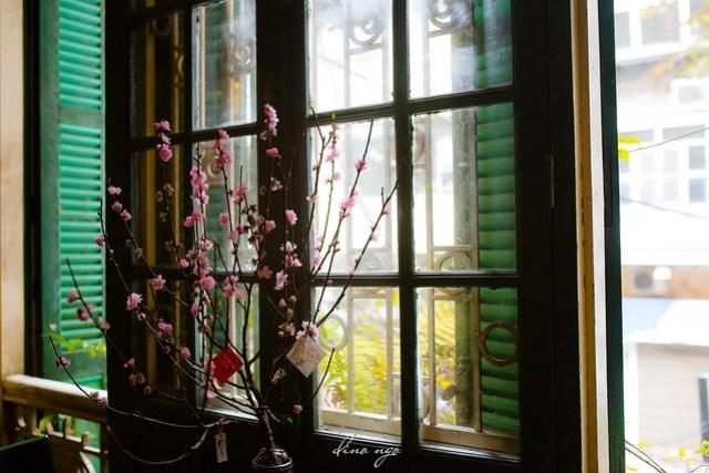 Tet by the window   Khung cửa Tết