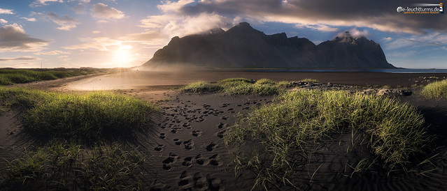 The sun goes down behind the Vestrahorn