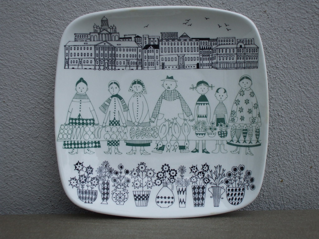Mid Century Modern Scandinavian Design Arabia Emilia Plate by Raija Uosikkinen