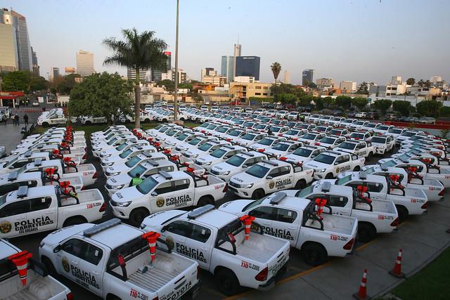 Presidente Kuzcynski entrega 234 vehículos a la Policía Nacional del Perú.